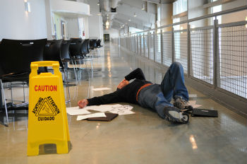 Our New Braunfels premises liability attorneys list the steps in a Texas slip-and-fall case.